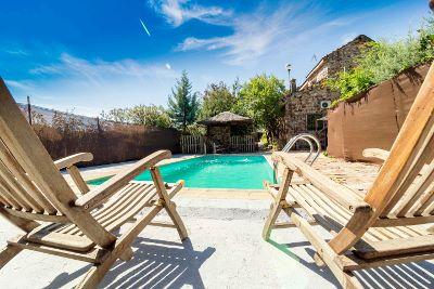 Alojamiento capacidad para 18 pesonas con piscina en Navas de Estena, Parque Nacional de Cabañeros, Ciudad Real, cerca de Toledo y Madrid